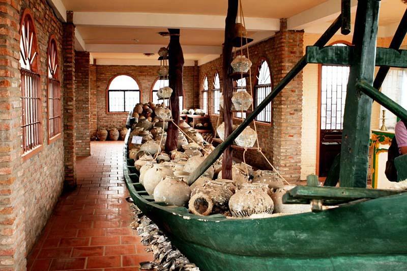 Древняя керамика в музее Coi Nguon