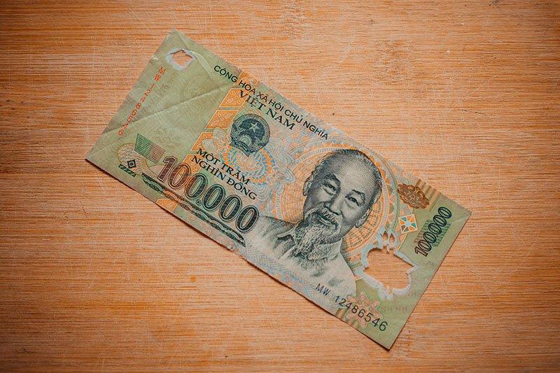 Банкнота достоинством ₫ 100 000