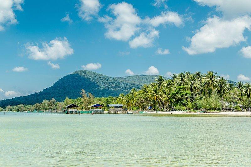 Плавучая деревня около пляжа с Морскими звездами
