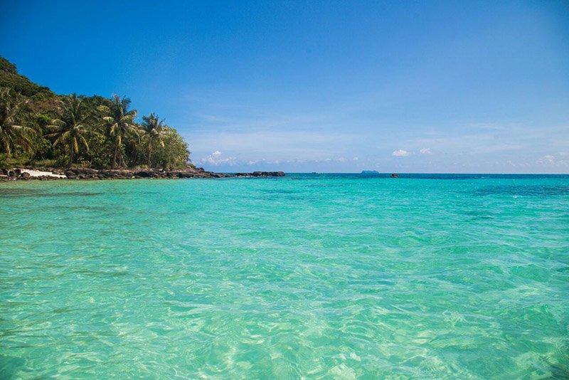 Чистейшее море в окрестностях пляжа Бай Сао