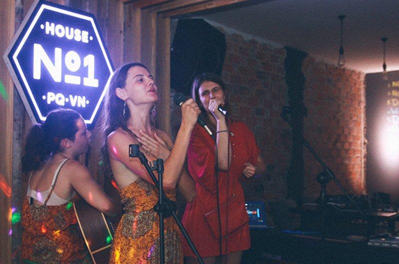House NO.1 Live music bar
